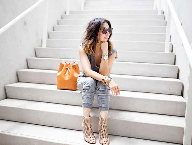how to wear a jumpsuit, mansur gavriel bucket bag cammello rosa, toggery brand jumpsuit, sam edelman aubriana booties