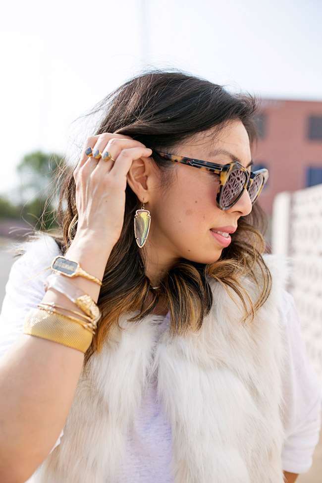 how to wear a white faux fur vest, kendra scott skylar earrings, alexis bittar lucite and gold bracelet