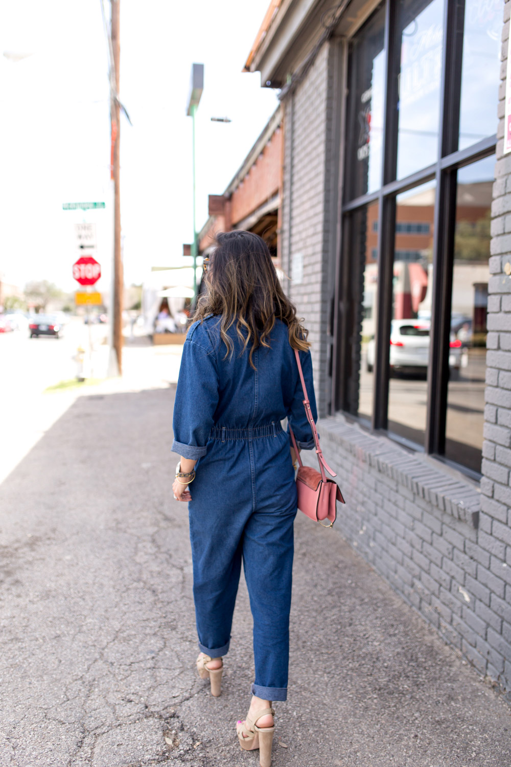 how to wear a denim jumpsuit, joie inez platform sandal, rose pink chloe faye bag