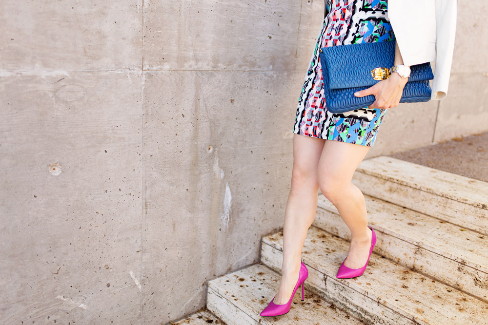 peter pilotti rg dress, blue miu miu clutch, pink fuschia pumps, white leather jacket, how to wear a print dress in spring