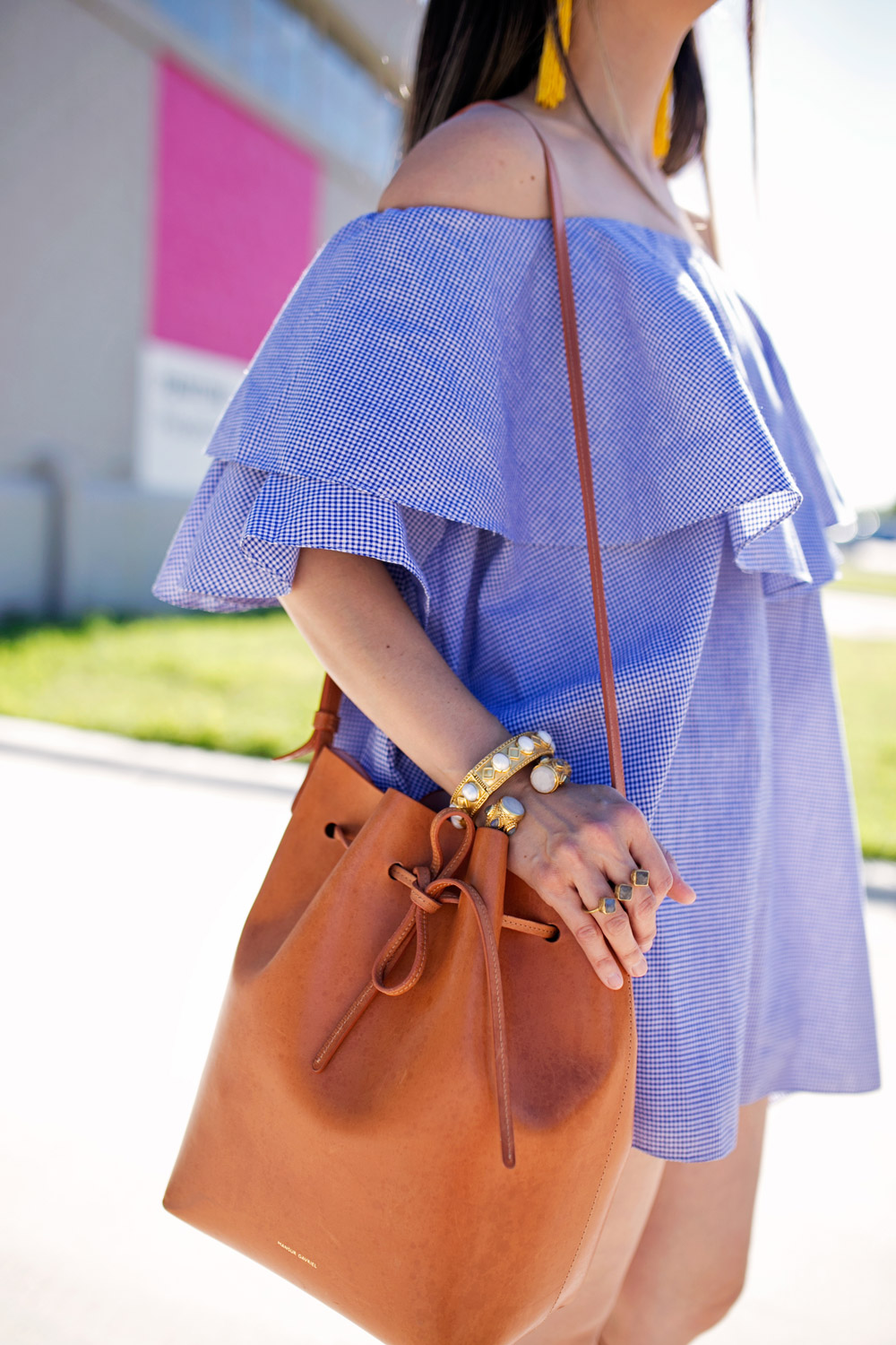 mansur gavriel bucket bag in cammello, julie vos bracelets