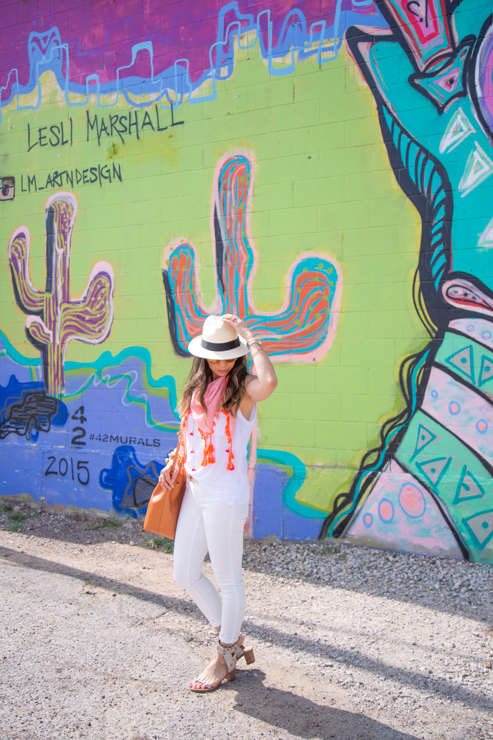 white jeans outfit ideas, how to wear a scarf in summer