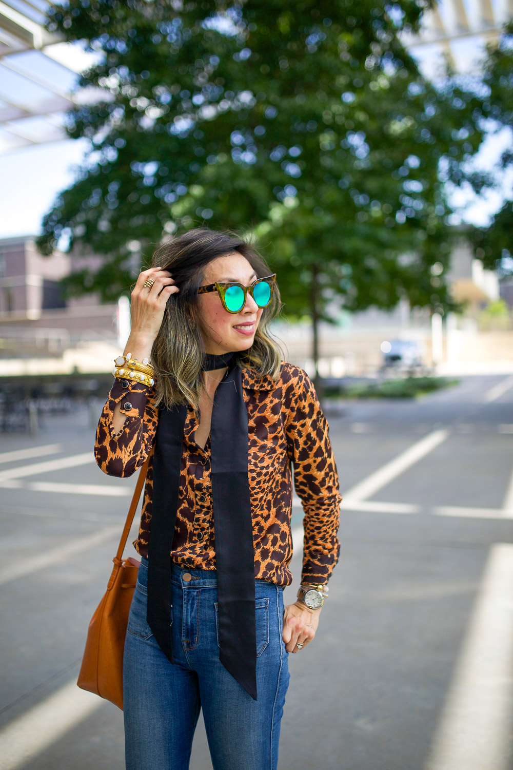 leopard top, black skinny scarf, 50 ways to wear denim, mansur gavriel bucket bag cammello rosa
