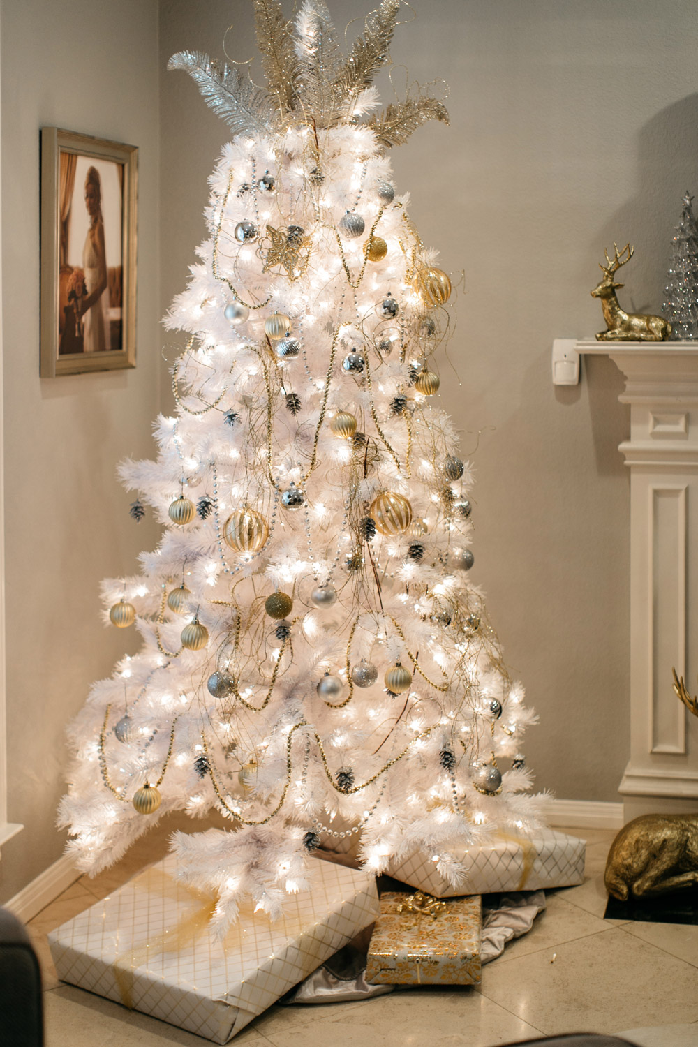 white chritmas tree holiday decor