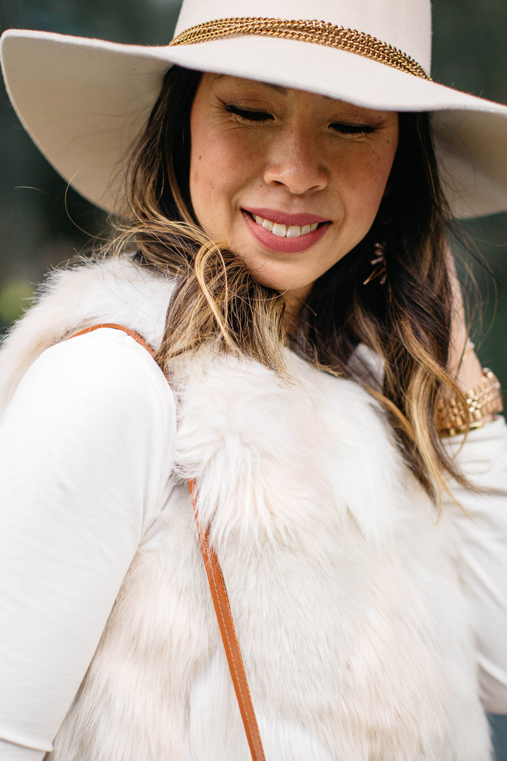winter white outfit with hat, mansur gavriel bucket bag cammello
