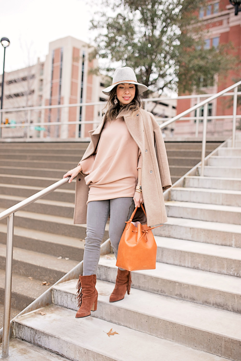 tan off the shoulder sweater with frame le skinny grey jeans, mansur gavriel bucket bag, grey fedora