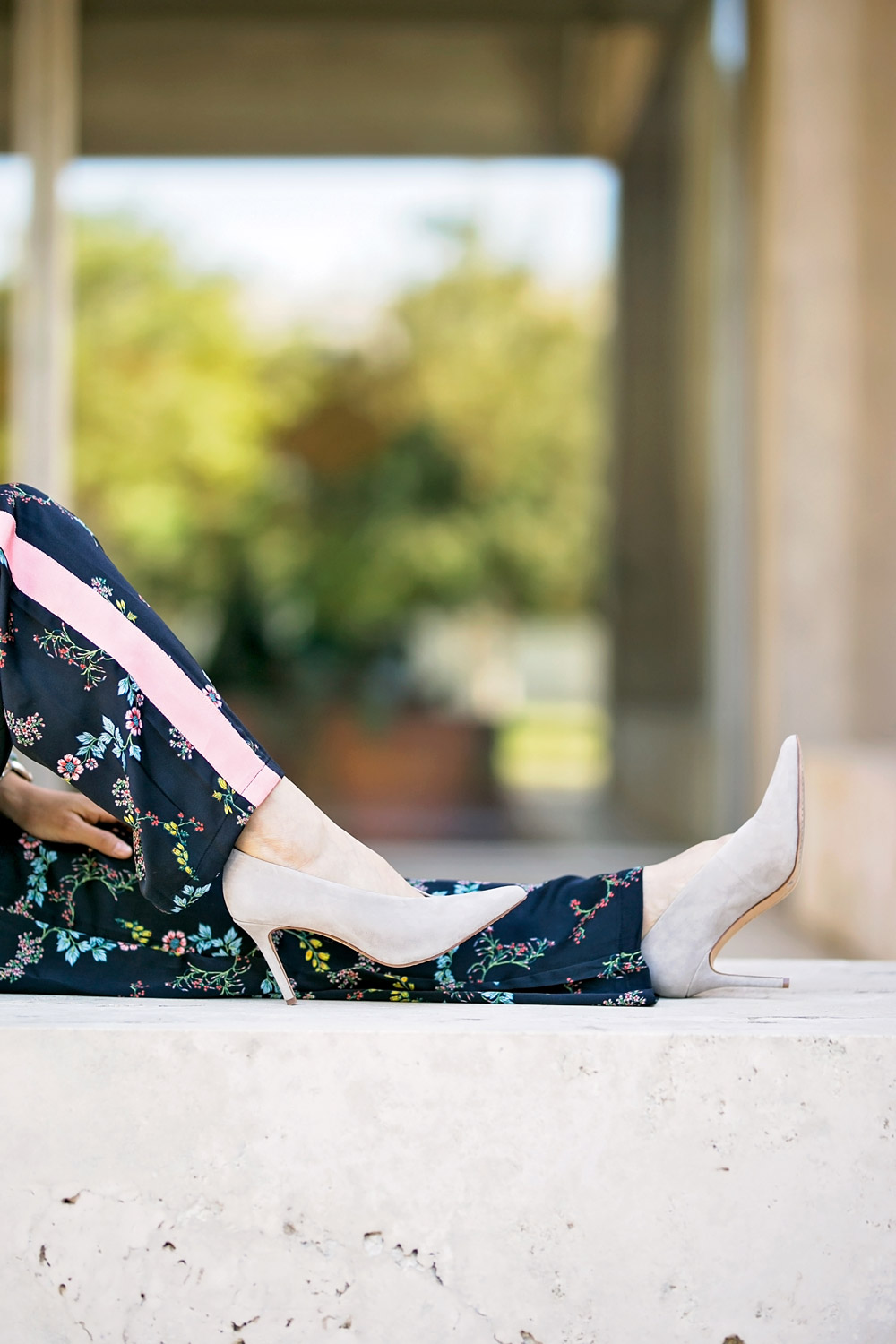 who what wear collection floral kimono pajama track pants dolce vita ankia suede heels